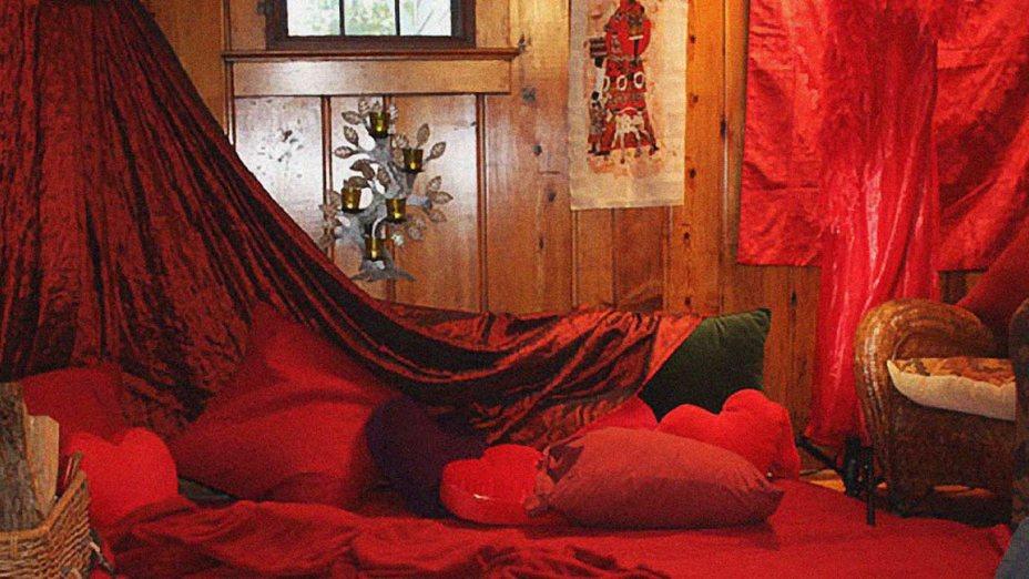Im roten Zelt bei Ingrid Neuscheller (Bild Quelle)