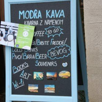Bild zu:Ein Cafè der besonderen Art / Čisto posebna kavarna
