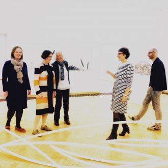 Bild zu:Schwebende Linien im Künstlerhaus Klagenfurt