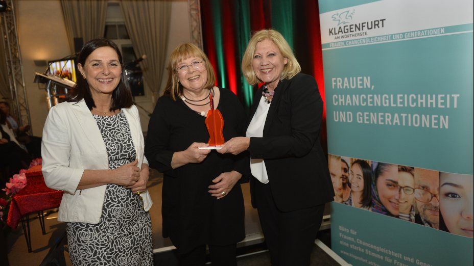 "Erster Maria-Tusch-Frauenpreis für Roswitha Bucher I Prvo nagrado za ženske ""Maria-Tusch-Frauenpreis"" prejme Roswitha Bucher"