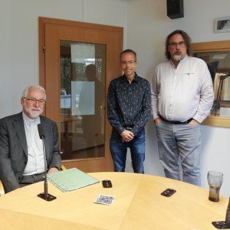Plauderten angeregt über Gott und die Welt: Bischof Josef Marketz und die ambitionierten Sendungsmacher Mario Rausch und Walter Wratschko (v.l.n.r.)