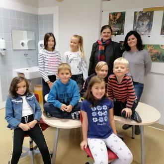 Bild zu:Die Slowenisch-Klasse der VS Wagna I Prvič pri pouku slovenščine na Ljudski šoli Wagna