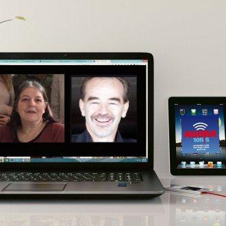Sendungsmacherin Margot Vrisk im fröhlichen Skype-Talk mit Gerhard Roiss