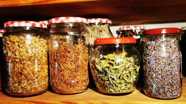 Bild zu: Čaji za dušo | Tees für die Seele