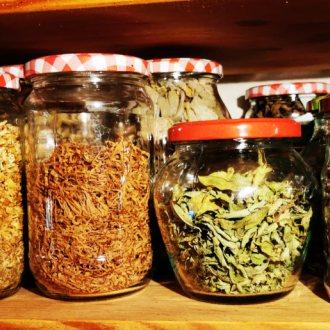 Bild zu:Čaji za dušo | Tees für die Seele