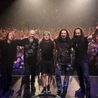 Bild zu:33 in 1/3 obratov I 33 1/3 Umdrehungen - Dream Theater LIVE at Budokan