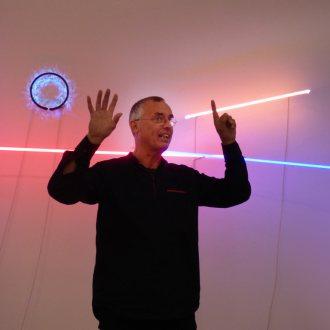 Der Künstler Tomas Hoke im MMKK